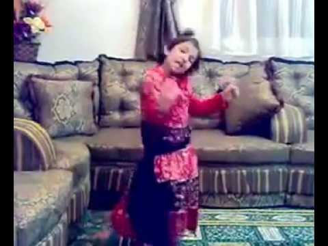 بنت صغيرة ترقص - little girl dancing thumbnail