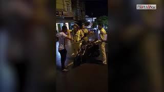 Clip hot: CSGT QUY NHƠN tự ngã khi va chạm người dân đi đường