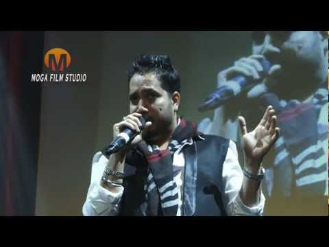 Mika Singh in funny mood live in toronto 2012 Joking on shahrukh...