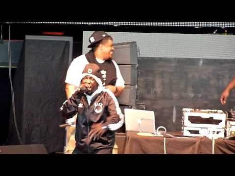 "De La Soul w/ Phife (Tribe Called Quest) performing ""Buggin"" Out"" & ""Check the Rhime"" @ Shoreline"