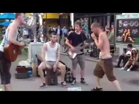 Уличные музыканты  Круто поют