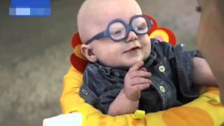 Baby Leopold Sees His Mum for the First Time with New Glasses, annesini ilk kez gören bebek