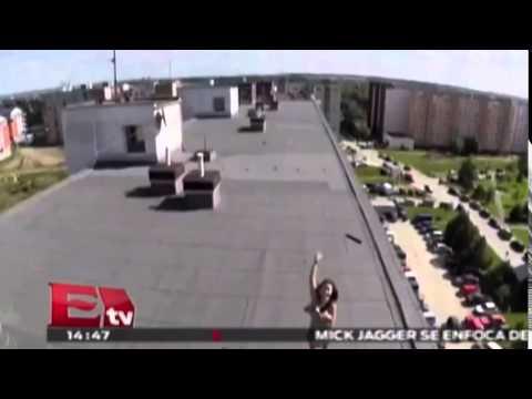 Lo más visto: Sorprende con dron a su vecina tomando el sol en topless / Titulares