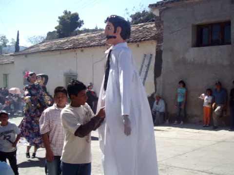 Tezoatlan de Segura y Luna matachines 20 de enero en la fiesta del Barrio de San Sebastian