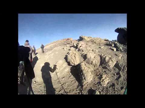 Llegada a la cima del Kilimanjaro, Ruta Marangu, 2 Agosto 2014