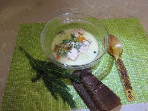 финская уха-лохикейтто (фин. lohikeitto, букв. суп из лосося) с сливками и луком-порей,