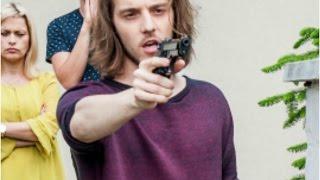 Oskar groził byłemu kochankowi swojej mamy bronią! [19+]