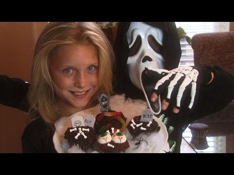 GRAVEYARD CUPCAKES - The Twins Show us How to Make -EASY