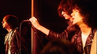 The Ramones - Don't Come Close