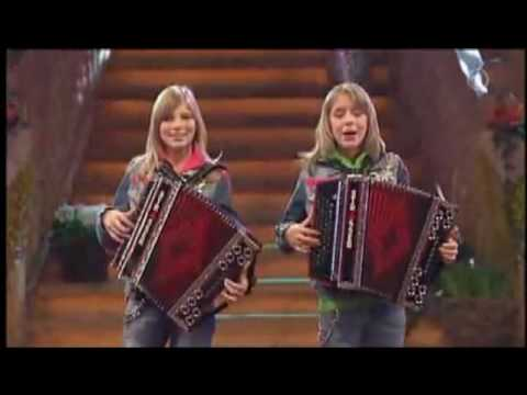 Die Twinnies - Bayernmädels with English subtitles