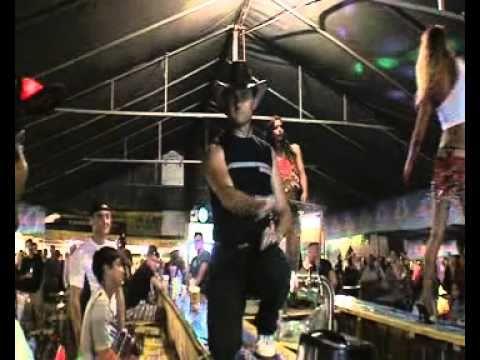 Super akrobatichen srbski kuchek