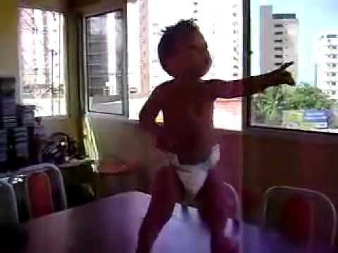 Bebe Brasileño Baila Samba - Brazilian Baby Dancing the Samba