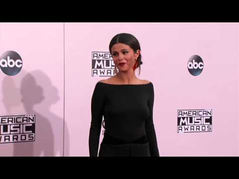 Selena Gomez Red Carpet Fashion - AMA 2014 thumbnail