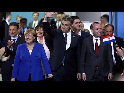 Противники евроскептиков митингуют перед выборами в Европарламент…