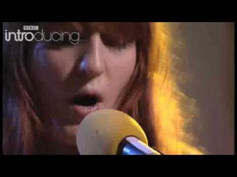 Florence kiss with a fist live