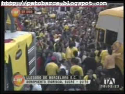 Barcelona es recibido por miles de hinchas a su arribo a Quito. 17: Enero: 2010