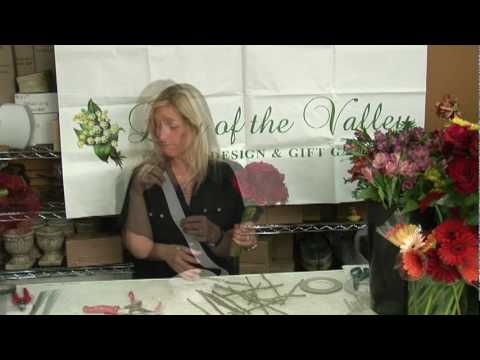 Wedding Flowers & Floral Arrangements : How to Make a Bouquet for the Bride