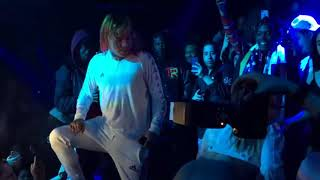 6ix9ine  clows thirsty female fan twerking