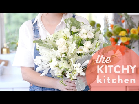 Create a Bouquet with Grocery Store Flowers // Living Deliciously