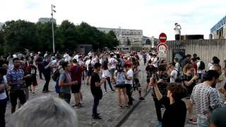 legendary pokemon hunt in Paris park de la Villette / Pokemon Go madness
