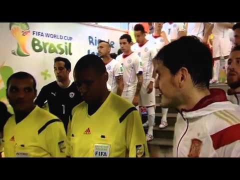 Funny Referee fails handshake - Chile vs Spain 2-0 World cup اسبانيا ضد شيلي حكم لم يسلم عليه مسخرة