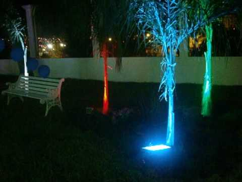 Arboles iluminados con lamparas de led 39 s youtube for Lamparas led para jardin