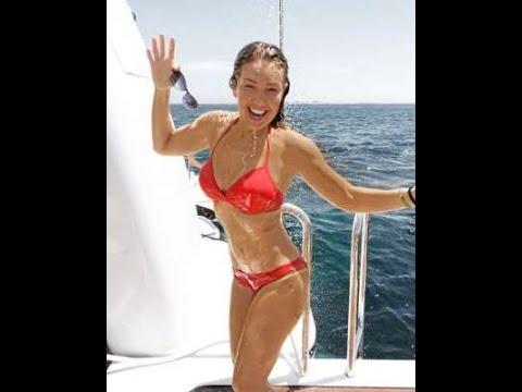 ¡Infartante! Thalia en bikini a su 40 Años thumbnail