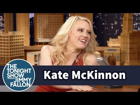Cover Lagu Kate McKinnon Learned an Australian Accent Listening to Podcasts