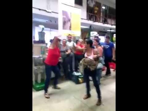 Mujeres se pelean en tienda de San Cristobal, Venezuela