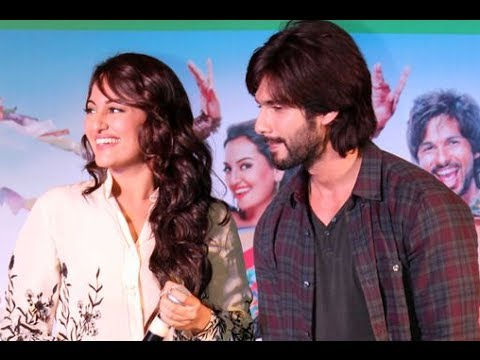Shahid Kapoor & Sonakshi Sinha Promoting 'R...Rajkumar' At A Mall In Mumbai