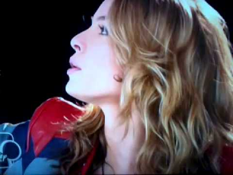 Violetta canta con Bridgit Mendler: