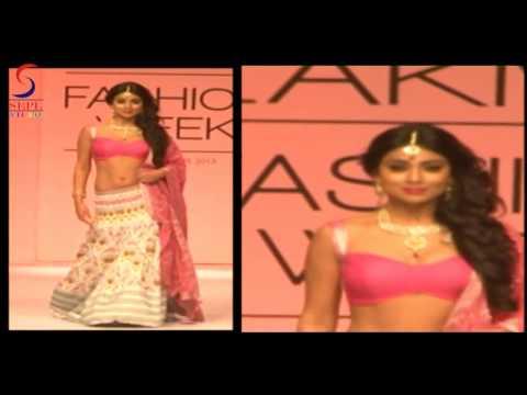Hot Doll Shreya Sharan Sexy Pink Bosoms Juicy Navel