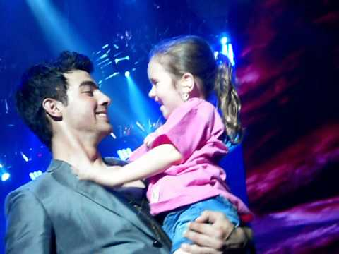 Joe Jonas picks up little girl Music Videos