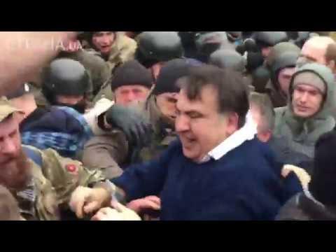 Как Саакашвили вытаскивали из машины СБУ | Страна.ua