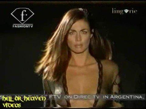 Vanessa Kelly sfilata intimo lingerie