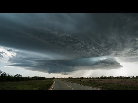 Evil Bat Wing Supercell, Tornado and Epic Lightning (w/ radar and commentary)