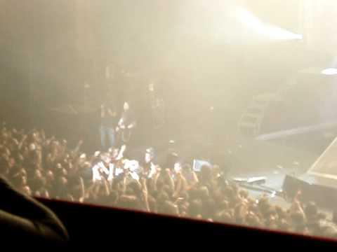 Trivium - Pull Harder Live (Matt Smashes His Guitar)
