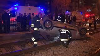 Otomobil Tramvay Yoluna Yuvarlandı: 2 yaralı