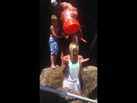 Tori Spelling Ice Bucket Challenge