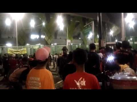 Pintu Timur Stadion Patriot Bekasi (Jakarta Fans vs Police)