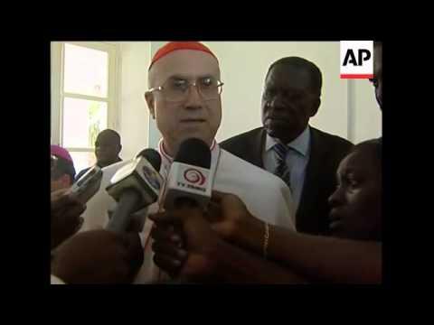 Pope visit, Mass; Cardinal visits injured in crush