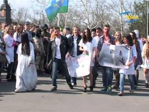 Парад курсантов мореходного колледжа технического флота Одесской национальной морской академии