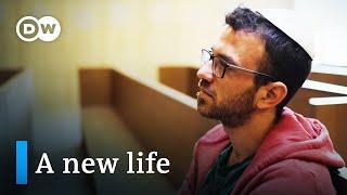 Video: Orthodox Jews start new life in Germany - DW Documentary