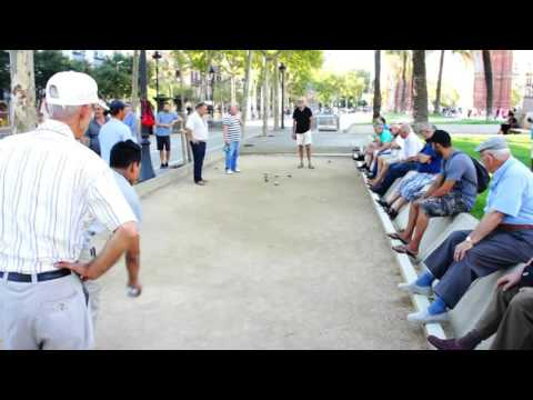 Pétanque Ball Game in Barcelona