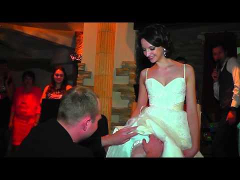 Свадебный букет и подвязка невесты