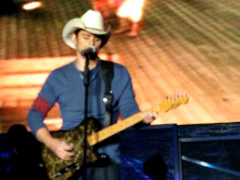 Brad Paisley - Waitin' On A Woman video
