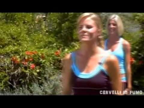 Come allenarsi a ridere! Guardate la faccia alla fine del video XD