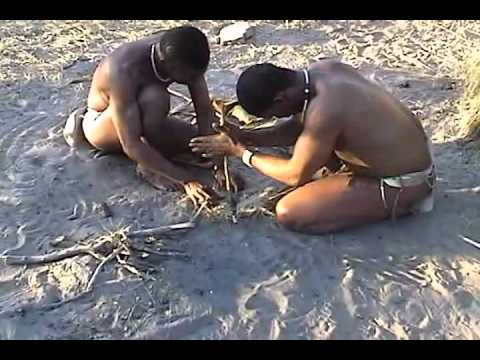 Deception Valley Lodge, Bushmen start fire by rubbing a stick(Botswana)