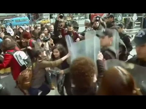 Turkish police fire rubber bullets at Women's Day protesters