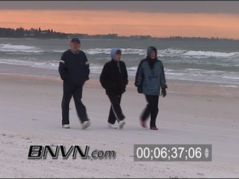 2/13/2006 Footage of very cold people at Siesta Key Beach, Sarasota, FL